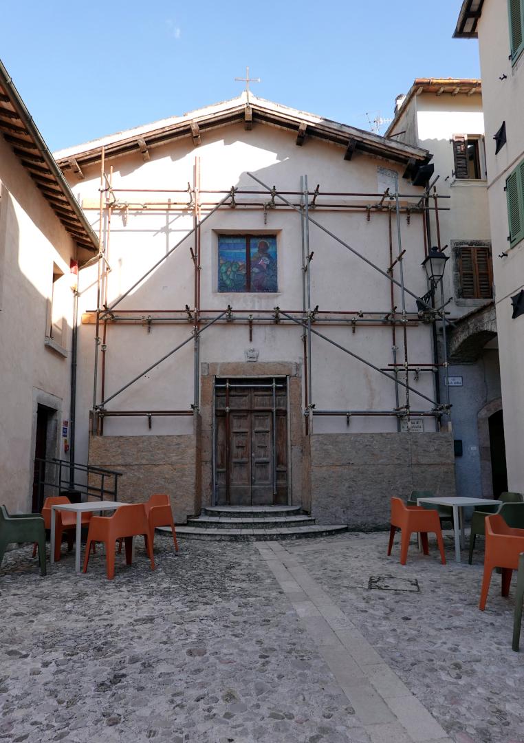 Chiesa di Sant'Anatolia - puntellamento post sisma - Sant'Anatolia di Narco