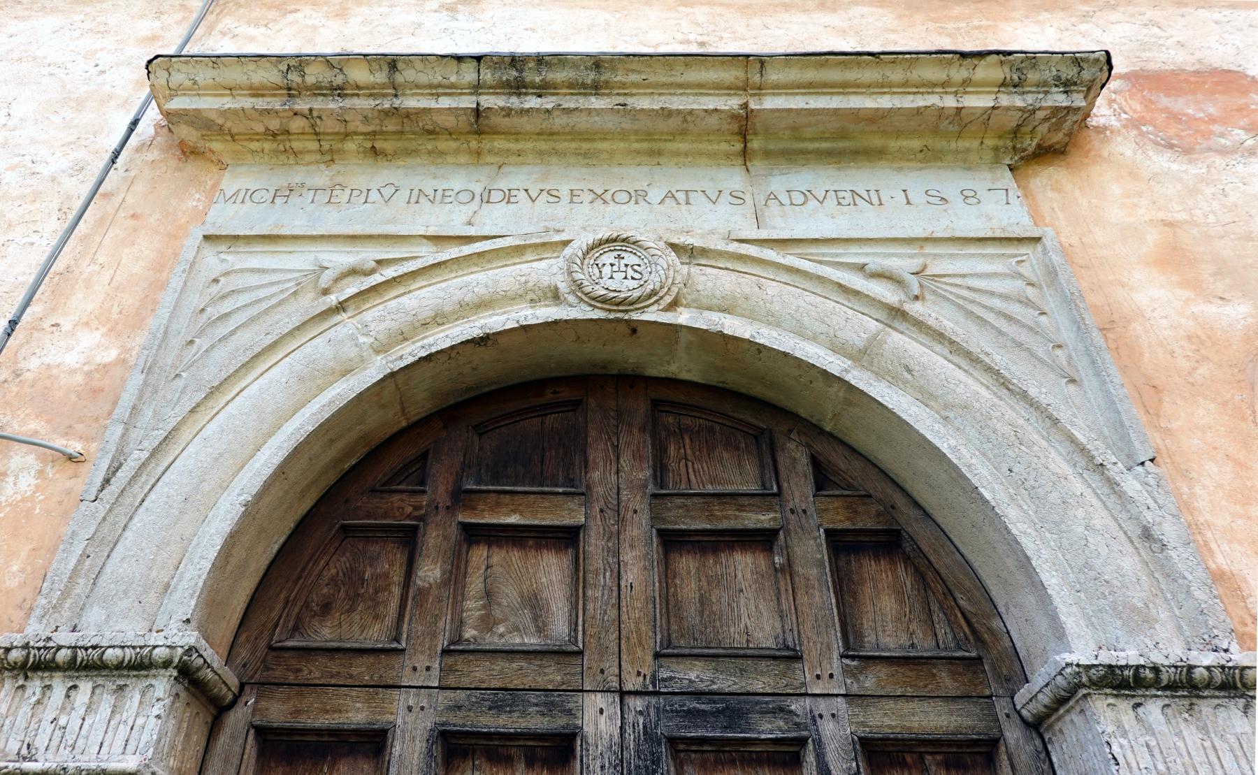 Portale della chiesa di San Michele Arcangelo - Gavelli