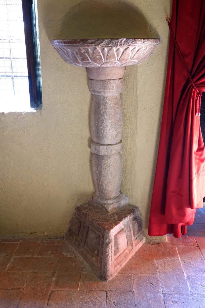Chiesa di Santa Maria dee Grazie - acquasantiera - Sant'Anatolia di Narco