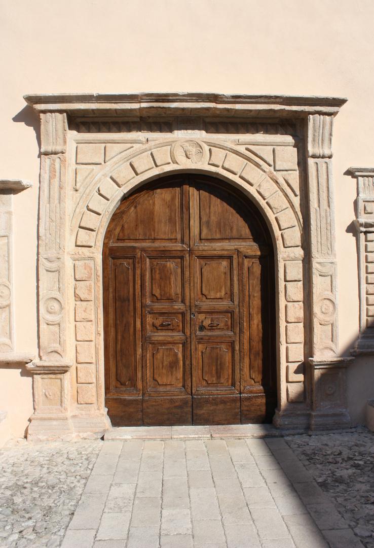Chiesa di Santa Maria delle Grazie - portale - Sant'Anatolia di Narco